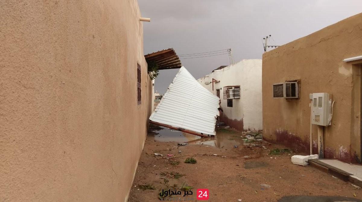 فرق الدفاع المدني ينقذ طفلتين من ذوي الحتياجات الخاصة بعد انهيار السقف عليهما في ينبع