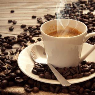 شرب أقل من 6 فناجين قهوة يوميًّا آمن