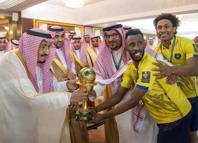 الملك سلمان بن عبدالعزيز يتوج نادي التعاون بعد الفوز على الاتحاد