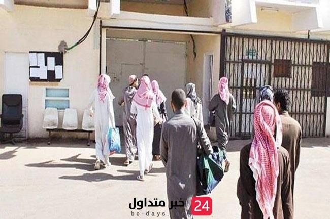 إنفاذاً لتوجيهات خادم الحرمين الشريفين الملك سلمان: إطلاق سراح 35 مستفيداً من العفو الملكي بسجون القصيم